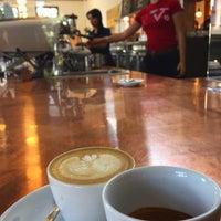Photo prise au Verve Coffee Roasters par Brett D. le9/7/2015