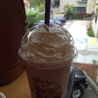 Photo taken at The Coffee Bean & Tea Leaf by Victoria M. on 6/11/2015