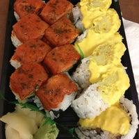 Foto tomada en U1 Sushi por Victoria M. el 10/28/2013