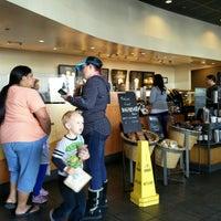 Foto tirada no(a) Starbucks por Ron P. em 3/12/2016