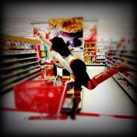 Das Foto wurde bei Target von Antonia Olivia L. am 10/31/2012 aufgenommen