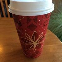 Foto tirada no(a) Starbucks por Bonnie W. em 11/16/2013