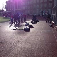 Das Foto wurde bei George Washington High School von G Y L. am 12/7/2013 aufgenommen
