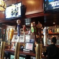 Foto tomada en Sutter Pub & Restaurant por James E. el 1/19/2013