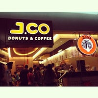 Photo taken at J.CO Donuts & Coffee by Cate C. on 1/1/2013