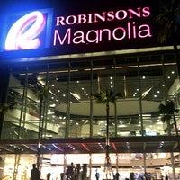 Photo prise au Robinsons Magnolia par Eryl A. le10/8/2012