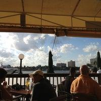 12/26/2012 tarihinde Adam C.ziyaretçi tarafından Coconuts Bahama Grill'de çekilen fotoğraf