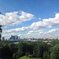 6/12/2013 tarihinde Alex V.ziyaretçi tarafından Vorobyovy Gory'de çekilen fotoğraf