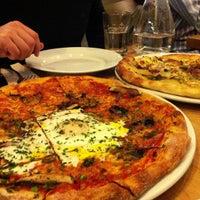 Foto scattata a Gialina Pizzeria da Sandy T. il 2/22/2013