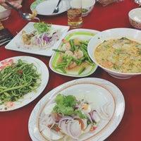 Photo taken at ข้าวต้มอนันต์ (หนวดอุดมสุข) by Nunniie M. on 12/25/2016