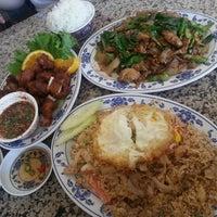 รูปภาพถ่ายที่ Sanamluang Café โดย martin m. เมื่อ 8/12/2013