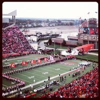 10/20/2012にred collar photographyがPapa John's Cardinal Stadiumで撮った写真