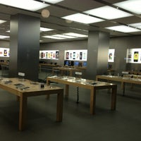 Photo taken at Apple Bahnhofstrasse by Alexander M. on 9/18/2013