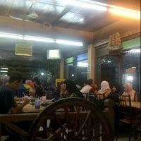 Photo taken at Restoran Sate Kajang Haji Samuri by Zahirin P. on 1/28/2013