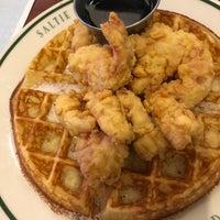 Photo prise au Saltie Girl Seafood Bar par Beverly D. le9/18/2018