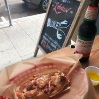 Foto scattata a Luke's Lobster da Beverly D. il 9/27/2018