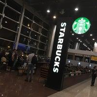 Foto tirada no(a) Starbucks por Paulo H. em 9/11/2017