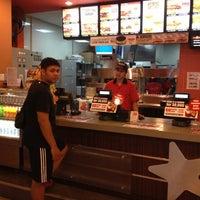Photo taken at Carl's Jr. by Guru L. on 11/7/2012