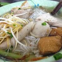 Photo taken at Bún Mọc Thanh Mai by Guru L. on 11/9/2012