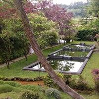 Foto tirada no(a) Parque Terra Nostra por Luis A. em 5/26/2013