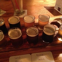 Foto tirada no(a) Grizzly Peak Brewing Co. por Meg B. em 8/21/2013