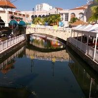 Foto tomada en La Isla Shopping Village por Victor G. el 10/18/2012