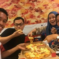Photo taken at Pizza Hut Raub by Nur A. on 9/8/2016