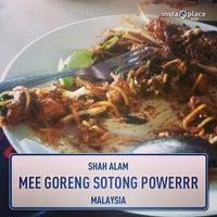 Photo taken at Mee Goreng Sotong Powerrr by Roslan M. on 1/8/2013