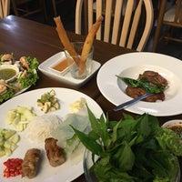Photo taken at Eat Viet by Pumpuiisptr on 8/3/2016