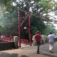 Photo taken at Jembatan Merah Kebun Raya Bogor by Yulianto Oen Wheatley &. on 9/10/2017