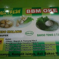 Photo taken at Bakso Bakwan Malang (BBM) OKE by Ondo P. on 1/20/2013
