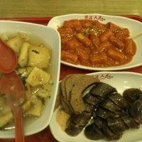 Photo taken at 죠스떡볶이 Jaws Food by Yunkyung B. on 11/23/2012