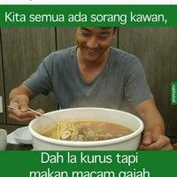 Photo taken at Restoran Kari Kepala Ikan Kampung Pandan by Sierra B. on 9/2/2016