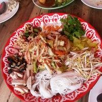 Photo taken at อร่อยดอกเด่ by ครูตั๋ง by Sugar k. on 5/24/2014