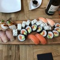 Das Foto wurde bei Sushi Lounge von Mervi T. am 1/29/2017 aufgenommen