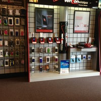 Photo taken at Verizon Wireless/Wireless World Premium Retailer by Nick H. on 6/3/2013