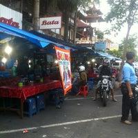 Photo taken at Pasar Senggol Gianyar by duduk a. on 1/25/2013