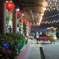 Photo taken at Lahad Datu Guan Yin Temple by SanSanIsTheName on 2/9/2013