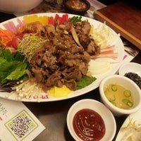 Photo taken at Pho Roi by Lee H. on 9/16/2012