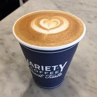 Foto tirada no(a) Variety Coffee Roasters por Zlata Z. em 6/9/2017