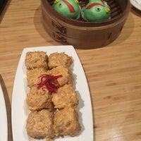 Photo taken at Din Tai Fung by Yinan Z. on 11/21/2015