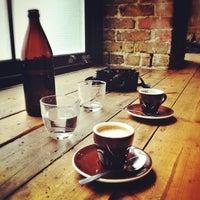 Photo prise au Ozone Coffee Roasters par Mulia le4/10/2013