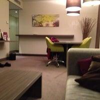 Das Foto wurde bei Mercure Hotel Martiniplaza von Robert M. am 11/5/2012 aufgenommen