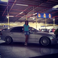Foto diambil di Bursa Mobil Gading oleh Arich Y. pada 3/21/2013