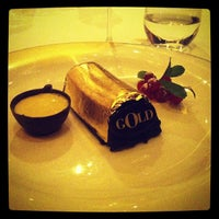 Foto tirada no(a) Dolce & Gabbana Gold Restaurant por Filippo R. em 11/3/2012