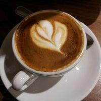 12/1/2012 tarihinde Arnaldo J. L.ziyaretçi tarafından Oslo Coffee Roasters'de çekilen fotoğraf