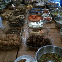 Photo taken at Rumah Makan Taman Sari by Yohanes W. on 1/2/2013