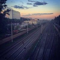 Foto tirada no(a) Остановка Калибровская Ул. por Alena C. em 6/22/2014