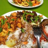 Photo taken at Marvelous Ayam Goreng Kunyit by Rozita on 9/25/2014