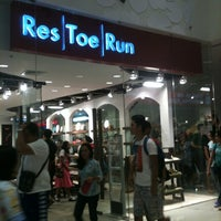 Photo taken at Res|Toe|Run by Venus S. on 11/9/2012